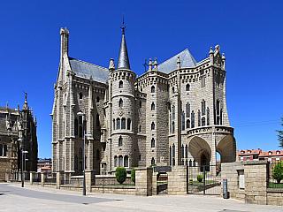 Biskupský palác ve španělském městě Astorga (Španělsko)