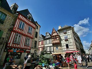 Quimper je kulturní srdce Bretaně (Francie)