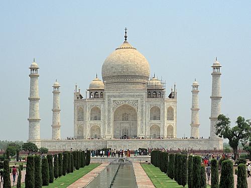 Tádž Mahal navštíví několik milionů návštěvníků ročně (Indie)
