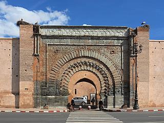Brána Bab Agnaou v Marrákeši (Maroko)