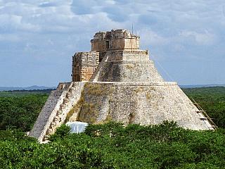 Uxmal je bývalé mayské město na poloostrově Yucatán (Mexiko)