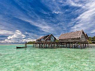 Stejně jako je Praha zvaná stověžatou, i Indonésie má svá přízviska – země tisíce ostrovů či země sopek. Díky množství ostrovů vIndonésii vznikl i její název – Indie a nésos neboli ostrovy. Vzhledem ktomu, že je Indonésie ostrovním státem, jež tvoří více než sedmnáct tisíc ostrovů, nelze ji...