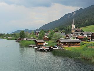 Techendorf a Weissensee, dvě korutanská městečka spojená jezerem (Rakousko)