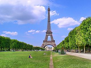 Evropská velkoměsta mají zkrátka něco do sebe, ať už jde o Barcelonu, Petrohrad, Prahu či Vídeň. Ale pozadu určitě nezůstává ani Paříž, ta je totiž na vrcholu popularity už celá desetiletí a nedá se říct, že by zájem turistů nějak polevoval. Kultovní místa pro mladé milence, ale také pro ty,...