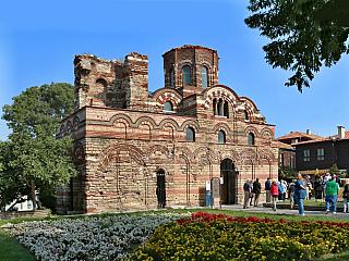Nesebar leží kousek od Varny a je cílem mnoha turistů, kteří vyrazí do Bulharska k Černému moři. Dnes je město rozděleno na Nové město, které leží na pevnině, a na Staré Město, které je na ostrově je součástí seznamu UNESCO. Doprava do Nesebaru Do Nesebaru je z Čech trošku komplikovanější...