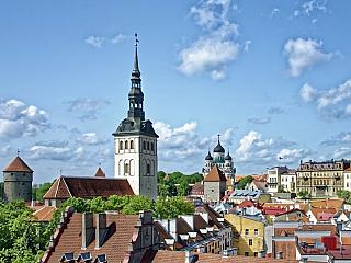 Necelého půl milionu obyvatel, to není na evropské poměry zrovna moc, ale znamená to skoro každého třetího člověka vzemi. Záměrně neříkáme Estonce, protože tu trvale žije početná menšina pocházející zokolních států, zejména pak Rusové. VTallinnu jich je dokonce prakticky polovina. Nedaleko...