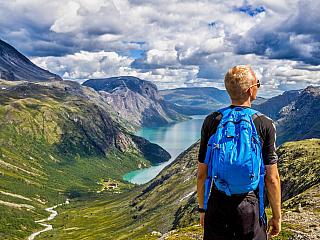 Pětimilionové Norsko má za sebou bohatou historii, což je patrné i na zdejší metropoli Oslu. Norské počasí je někdy trochu nevyzpytatelné, ale je pravda, že se můžete určitě spolehnout na skutečnou zimu. Velehory, polární záře, ale také norský rybolov, to jsou hlavní turistická lákadla pro tento...