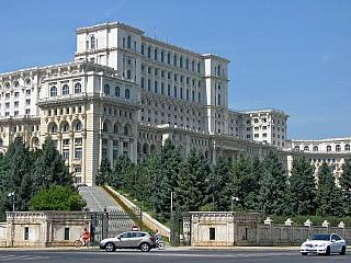 Rumunsko, shlavním městem Bukurešť, sice není zase až tak oblíbená destinace, ale má jistě co nabídnout. Historické centrum a mnoho muzeí stojí za návštěvu, stejně jako kláštery, hrady a zámky vokolí. A pokud byste nevěděli, co dělat vRumunsku, doporučuji nějaký výšlap na hory! Doprava do...