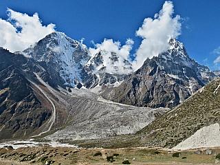 Hinduistická tradice, ovlivnění sousedy z Číny a Indie, ale také vnitrozemská oblast, která je hrdá na svou tisíciletou historii. Pokud milujete hory a české kopce nebo alpské svahy vám jsou už malé, je načase vyrazit tam, kde jsou nejvyšší pohoří světa – tedy do Nepálu. Středověké království,...