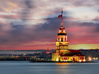 Do Istanbulu se dostanete letecky přímo za cca 2,5 hodinky s Turkish Airlines nebo s Pegasem, popř. s přestupy s jinými aerolinkami. Istanbul má 2 letiště – Sabiha Gökcen (SAW) na asijské straně města a Atatürk (IST) v evropské části. Doprava v Istanbulu Co se týče dopravy v samém Istanbulu, je...