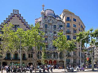 Na světě žilo nebo žije jen několik málo architektů, kteří se mohou pochlubit tím, je by jejich jméno znal skutečně takřka každý. Jestli však někdo má (respektive měl) právo označovat se za skutečného mistra, pak je jím Antonio Gaudí (1852-1926). Světově proslulého španělského architekta jistě...