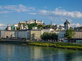 Rakousko je fascinujícím příkladem kontrastu velkolepé přírodní krajiny a elegantního městského rázu. Je zároveň místem, které nabízí nekonečně mnoho možností. Můžete se ponořit do jednoho zvysokohorských jezer, užít si zábavné lyžování, nadchnout se prohlídkou historických památek a...