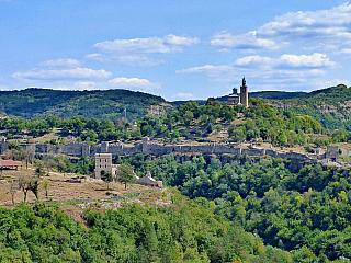 Veliko Tarnovo je jedno znejstarších a nejvíce navštěvovaných měst celého Bulharska vůbec. A není se čemu divit, vminulosti to bylo centrum druhé bulharské říše. Město leží na severu nedaleko od rumunských hranic. Doprava do Veliko Tarnova Do Veliko Tarnova se ze Sofie dostanete autobusy –...
