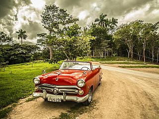 """Kuba a turismus Karibský ostrov Kuba, který získal vminulém století dnes poněkud ironicky znějící přízvisko """"Ostrov svobody"""", je ukázkovým příkladem, jaký zásadní dopad má turismus na životní realitu vněkterých zemích. Význam turismu na Kubě prudce narostl po pádu sovětského bloku, na kterém..."""