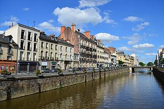 Desáté největší město Francie, však pýcha někdejší keltské enklávy vArmorice (dnes Bretani) a dnes univerzitní centrum. Díky rychlým vlakům pojedete do Paříže jen pouhé dvě hodiny, MHD je tu takřka precizní. Jen dvě stě tisíc obyvatel dává Rennes punc klasického menšího města, které ale oplývá...
