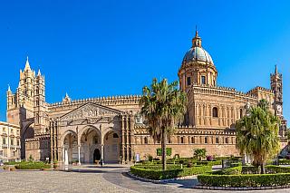Snad nejslavnější sicilské město, vněmž začal symbolicky boj za osvobození a sjednocení Itálie. Historie tu už ale proudila mnohem dřív, centrum někdejšího řeckého osídlení si postupně podmanili Římané nebo Arabové, později také Byzantinci nebo Aragonci. Snad i proto je zde směsice různých...