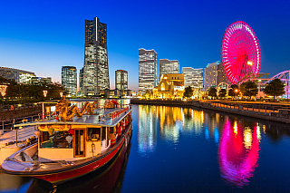 Jokohama je známá především jako velký japonský přístav. Čtyři miliony obyvatel, druhé největší město v zemi, které se rozprostírá na ostrově Honšú. Přitom ještě před sto padesáti lety tu lišky dávaly dobrou noc a okolní vody dávaly skromné živobytí jen pár rybářům. Dnes tu máme skutečnou...