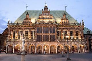 Historické německé město, už to je velké lákadlo knávštěvě, co myslíte? Když se řekne Brémy, mnohým se vybaví typická lokalita severu Německa, kde je řada významných církevních staveb. Půlmilionové Brémy byly kdysi svobodným hanzovním městem, což zapříčinilo jejich prudký rozkvět. Projděte se...