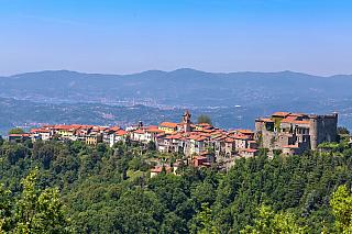 Italské Toskánsko můžete zkoumat klidně několik týdnů, a stejně budete odjíždět spocitem, že jste zhlédli sotva zlomek. Nádherný region na severu Itálie, který proslavila renesance třináctého a čtrnáctého století, nádherná příroda a mimořádně zajímavá historie, láká tisíce turistů ročně. Ti...