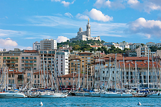 Příběh Edmonda Dantese se odehrával právě zde, vpřístavním městě na jihu Francie, kde se mísí od pradávna spoustu různých kulturních vlivů. Někdejší Massalii založili řečtí obchodníci, aby se později stala jedním z center mocného římského impéria. Dnes Marseille a její aglomeraci žije půl...
