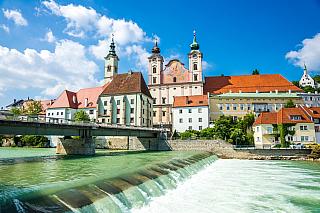 Vánoce jsou vtomto rakouském městečku skutečně nádherné, předvánoční trhy si skutečně užije každý – pokud tedy nemíříte jen a pouze do Vídně. Historické město Štýr (chcete-li Steyr) nabídne i Pöttmesserův betlém svíce než osmi stovkami figurek. Krásný mechanický betlém, do jehož pohybu hrají...