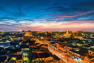 Pokud zavítáte do Laosu, pravděpodobně první město, ve kterém se ocitnete, bude právě Vientiane. To bylo založeno již vkolem roku 1000 našeho letopočtu vúdolí podél řeky Mekong. Vsoučasné době je Vientiane se svými necelými 750 000 obyvatel hlavním městem celého Laosu. Ačkoliv se tento počet...