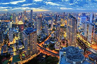 Hlavním, a zároveň nejlidnatějším městem vThajsku je Bangkok. Jeho rozloha činí 1 568 km² a vsoučasnosti vněm žije více než 8 milionů obyvatel, tedy necelých 13 procent obyvatel celého Thajska. Pro porovnání, další 2 velká Thajská města, Chiang Mai a Ayuthaya mají 1,5 milionu a 750 tisíc...
