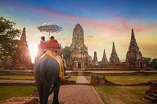 První zmínky o městě Ayuthaya pocházejí již zdoby kolem roku 1350. Postupně se město rozrůstalo a vyvíjelo, až bylo vyhlášeno hlavním městem celého Thajska. Vtéto době město vzkvétalo a mělo více než milion obyvatel - tedy o něco více než nyní. Po 400 letech se však stal hlavním městem mnohem...