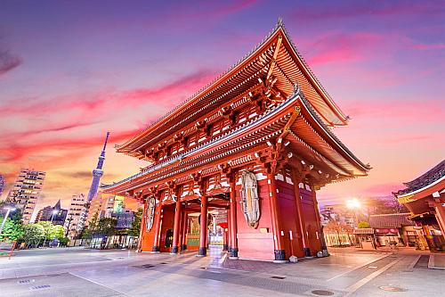 Je tomu skutečně tak. Ačkoliv se po celém světě název Tokio hojně používá, nejedná se pouze o jedno jediné město, ale jednu zněkolika prefektur, tedy částí Japonska. Přesto se o Tokiu budeme bavit jako o celku, tedy o jednom velkém městu. To má vsoučasné době více než 12 milionů obyvatel. Do...