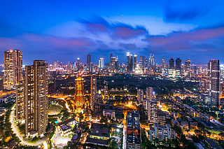 Jedním znejlidnatějších měst na naší planetě je město Bombaj, nacházející se vIndii. Dle počtu turistů spolu sDíllí a městem Peking patří mezi jedno znejnavštěvovanějších měst vAsii. Kromě velkého počtu obyvatel se Bombej může pyšnit i největším přístavem západního pobřeží. Indie byla známa...