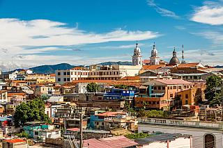 Druhé největší město na Kubě láká každoročně mnoho turistů. Stejně jako města Belize City či Bogota, i Santiago de Cuba je vyhledávaným místem všech turistů, které už omrzelo cestování po stále stejných či podobných místech vEvropě či USA. Kuba tak láká na něco navíc, na jiný životní styl,...