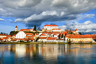 Ptuj patří vsoučasné době mezi jedno znejstarších měst, které Slovinsko má. Na rozdíl od města Piran, které je hojně navštěvováno, leží Ptuj ve vnitrozemí, podobně jako relativně nedaleký maďarský Tokaj. Slovinsko je doslova plné podobně malých městeček, která však mají pro turisty svou krásu,...