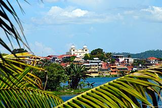 Pokud bychom si město Flores měli blíže představit, potom se jedná o poměrně menší městečko, které má aktuálně okolo 13 000 obyvatel. Město jako takové se nachází na samostatném ostrově, který je však rozdělen vodní hladinou na několik částí. A na jedné znich se nachází samotné historické...