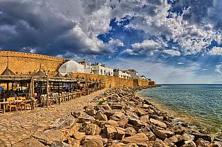 Tunisko má návštěvníkům rozhodně co nabídnout. Je to jedna zmála afrických zemí, která je dobře známá i českým turistům a na dovolenou sem již vyrazilo mnoho zájemců o poněkud exotičtější, ale přitom relativně blízké destinace. Tunisko se nachází na druhém břehu Středozemního moře a jeho...