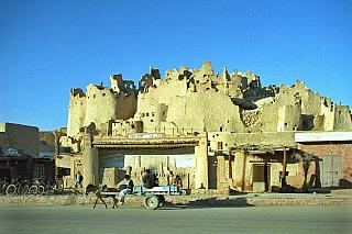 Poušť nabízí mnohá dobrodružství. Atak jestli ve vás dřímá milovník adrenalinu a skrytý (nebo již objevený) dobrodruh, neváhejte a zamiřte přímo do Egypta. Málokterá jiná země poskytne návštěvníkům tolik fascinujících turistických zajímavostí. Káhira, Gíza, Alexandrie, Hugharda, Bahríja…...