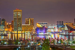 """Baltimore je největší město státu Maryland, avšak """"až"""" třicáté nejlidnatější ve Spojených státech amerických. Ale také jasně první vpočtu monumentů a pomníků na obyvatele vrámci této velké země. Svého času šlo ale o jedno znejlidnatějších měst, tu dobu však dávno vzala okolní voda. I to je..."""