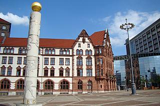 Skutečná tepna německé ekonomiky, ale rovněž také historické město, které má turistům srozličnými zálibami mnoho co nabídnout. Představme si Dortmund, centrum Severního Porýní-Vestfálska, kde žije necelých šest set tisíc obyvatel. První historicky doložená zmínka se datuje do devátého století,...