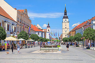 Jedinečné slovenské centrum, které je jen padesát kilometrů od Bratislavy a když budete chtít do Košic, svezete se přímým vlakovým spojem. Co si víc přát, když se řekne Trnava? Snad jen, aby vyšlo počasí, protože zdejší městské opevnění nabídne skoro šedesátimetrovou věž, ze které je za...