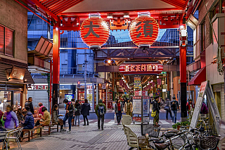 Nagoja je čtvrté největší město Japonska, které leží u břehů Tichého oceánu na ostrově Honšú. Více než dva miliony obyvatel, moderní centrum plné mrakodrapů a dopravní tepna dnešního Japonska, i tak by se jistě dalo označit původní hradní město pod správou rodu Tokugawů. Bohužel, ačkoliv má za...