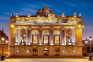 Jedno znejkrásnějších francouzských měst, kde se kvůli geografické poloze mísí vlivy sousedních zemí, zejména pak ty Belgické. Lille sice nemá ani čtvrt milionu obyvatel, ale vlámsky se tu mluví víc než dost. A co teprve pak ta architektura! Rodiště jednoho znejvětších Francouzů dějin, jímž...
