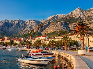 Makarská riviéra je oblíbenou dovolenkovou destinací (Chorvatsko)