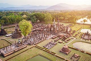 Čím se může Thajsko skutečně pyšnit, to jsou naprosto unikátní chrámy. Jeden chrámový komplex, který rozhodně stojí za vidění, je ten vlokalitě Sukhothai. Sukhothai je nejenom thajské město, ale i bývalé království, které je u milovníků historie známé především pro řadu unikátních chrámů, které...