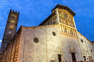 Toskánsko, to je jedna velká nádhera – kdo nevěří, ať tam běží, jak praví klasické úsloví. Třeba takové město Lucca je možná ve stínu renesanční Florencie, ale přesto nabídne spoustu zajímavých památek. Kromě věže Torre Guinigi, kterou nyní spravuje městská radnice a kde se pokocháte krásným...