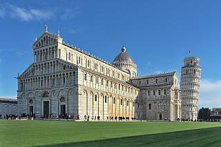 Pro místní katolíky má obrovský význam, ale bohužel – svět ji zdaleka nezná tolik, jako její zvonici, Šikmou věž vPise. Katedrála nese název Nanebevzetí Panny Marie, což je včeském i severoitalském prostředí (nakonec, propojení sVlachy trvalo desetiletí) skoro to nejtypičtější jméno. Duomo di...