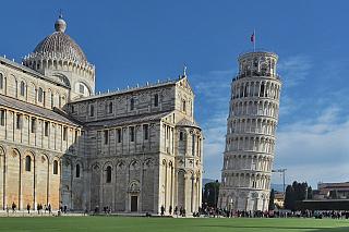 Tak nějak se naklání, snad víc, než by bylo vůbec zdrávo – a právě proto je Šikmá věž oblíbenkyní turistů, v Toskánsku dokonce i pomyslným číslem jedna. Florencie nebo Lucca jistě takovou drzost obratem prominou, protože ze slávy Torre di Pisa je živ celý širý kraj. Se stavbou začal jistý...
