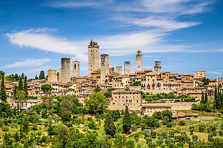 To, že vToskánsku žili kdysi hlavně Etruskové, vědí snad všichni – památek tu je na ně stále víc než dost a najdeme je i vmalém městečku San Gimignano, které je proslulé hlavně středověkou výstavbou a nabídne i spoustu zajímavých ochutnávek tekuté révy. Medievální éra tu vlastně trvá až...