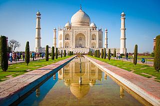 Některé světové stavby jsou zkrátka tak unikátní, že jejich sláva překonává hranice a rozšířila se po celém světě. Kdo by neznal egyptské pyramidy, středoamerické Chichen Itzá, Eiffelovu věž, istanbulskou mešitu Aya Sofya nebo třeba indický Taj Mahal? Právě o posledním jmenovaném si povíme něco...