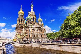 Benátky severu, tak se rozhodně Petrohradu neříká nadarmo. Bohatá síť zdejších vodních kanálů by si dokonce italské město strčila do kapsy. Druhé největší ruské město však nabízí ještě mnohem více, najdete tu spoustu sakrálních staveb, jedno znejvětších muzeí světa a místa, kudy proudila ruská...