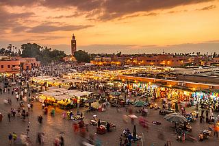 Každé město má minimálně jedno velké náměstí, které bývá často oficiálním místem všeho kulturního dění. Marakkéš, bývalé královské město království Maroko, má velmi známé náměstí Jamaa el Fna. Jedná se o čtvercové náměstí, které je současně i hlavním tržištěm. I po letech je stále hlavním...