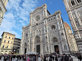 Santa Maria del Fiore je častým tématem florentských pohlednic (Itálie)